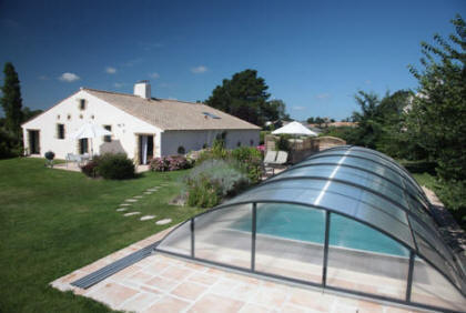Gites en vend e france for Location avec piscine couverte